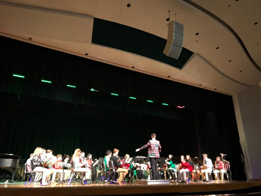 Symphonic+band+as+they+performed+%E2%80%9CWe+Wish+You+a+Merry+Christmas%E2%80%9D+in+the+auditorium+on+Dec.+13.