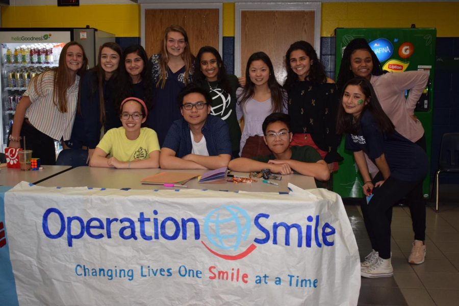 Operation+Smile+volunteers+Sierra+Tompkins%2C+Ally+Bastable%2C+Batool+Ayaz%2C+Ryan+Sherman%2C+Shreya+Raj%2C+Jaedyn+Williams%2C+Andrea+Granada%2C+Aliyah+Webster%2C+Sophia+Libonate%2C+Kurtney+Buhain%2C+Jondre+Macaraeg%2C+and+Victoria+Guerrero+run+a+card+making+booth.+Photo+by+Isabel+Motil.+%0A