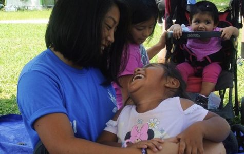 Senior Jessica Estrada builds a relationship with young girl during domestic mission trip in August 2019.
