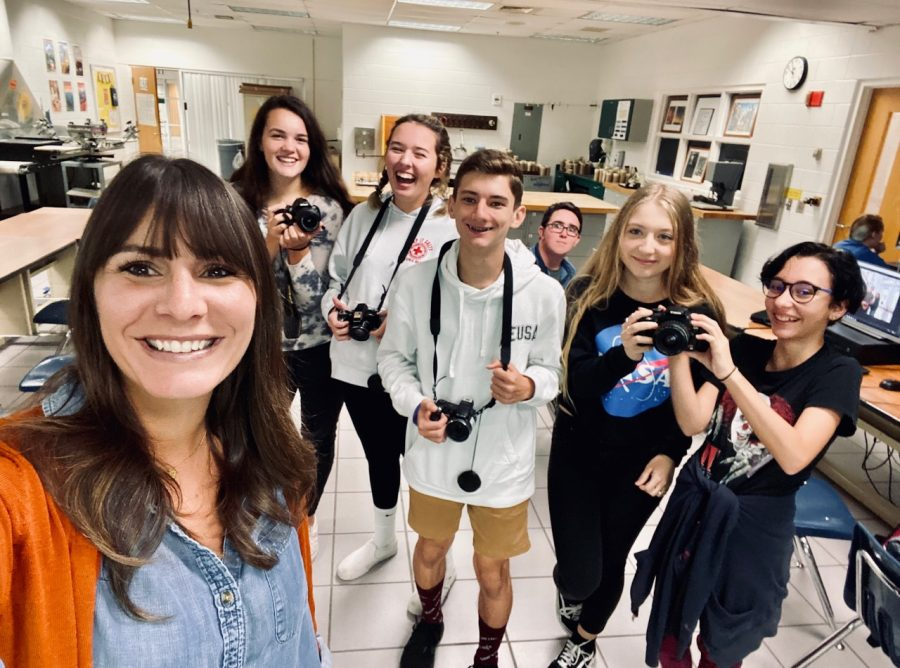 From+left+to+right%3A+Photography+teacher+Alissa+McCullough%2C+Cheyenne+Kandiyeli%2C+Emerson+Hundley%2C+Glen+Ketering%2C+Cole+Wagemann+%28%22the+photo+bomb%22%29%2C+Caitlin+Smith%2C+and+Layla+Bulfinch.