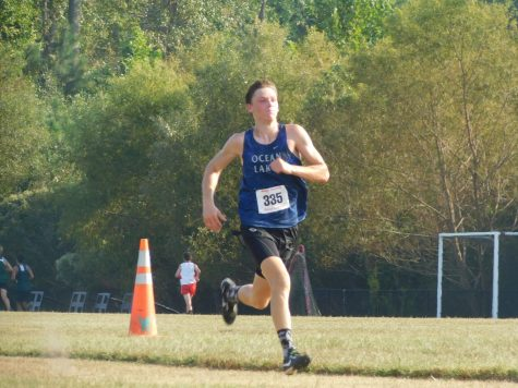 Sophomore Gabe Bowers runs in third district meet.