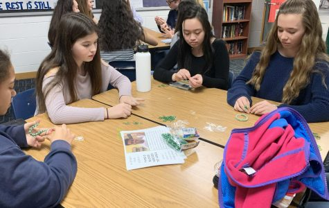 Freshman students make  bracelets in room 145 during one-lunch.
