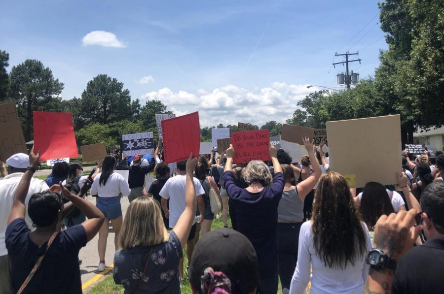 A+crowd+marches+through+Virginia+Beach+on+June+6+in+protest+of+police+brutality.