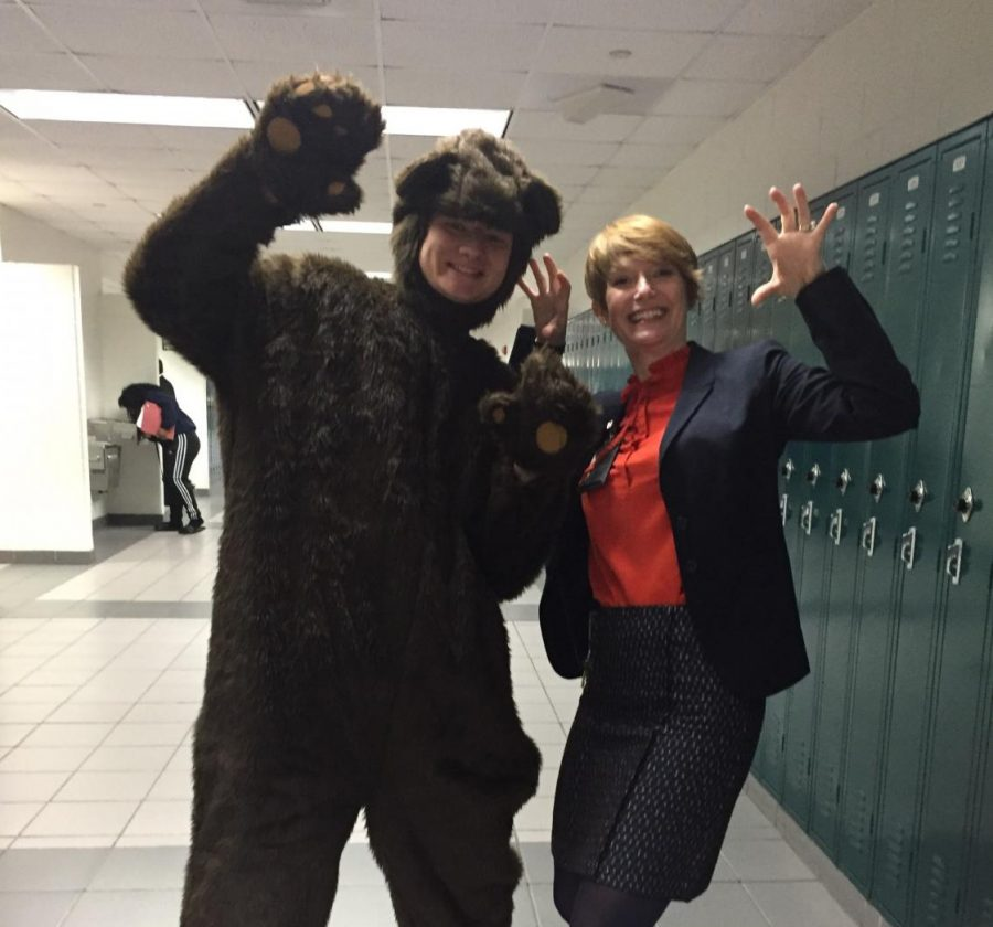 Senior+Danny+Connolly+dresses+up+as+a+bear+for+Halloween+and+poses+with+Assistant+Principal+Darcy+Parker+in+the+hallway.