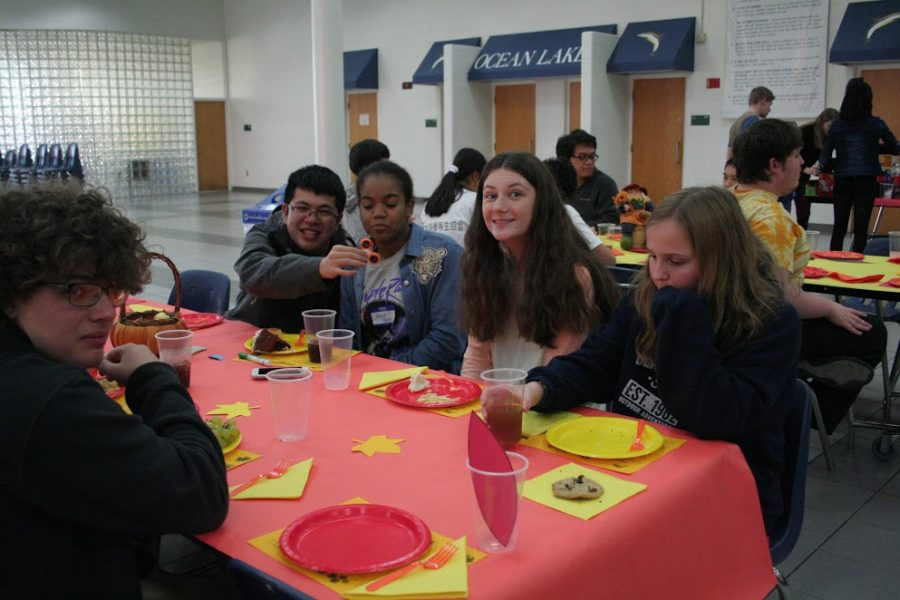 Juniors (left to right) Max Lichtenstein, Ryan Nguyen, Alexie Aboka, Marguerite Bright, and Molly Hagerman wait to consume Finsgiving delicacies.