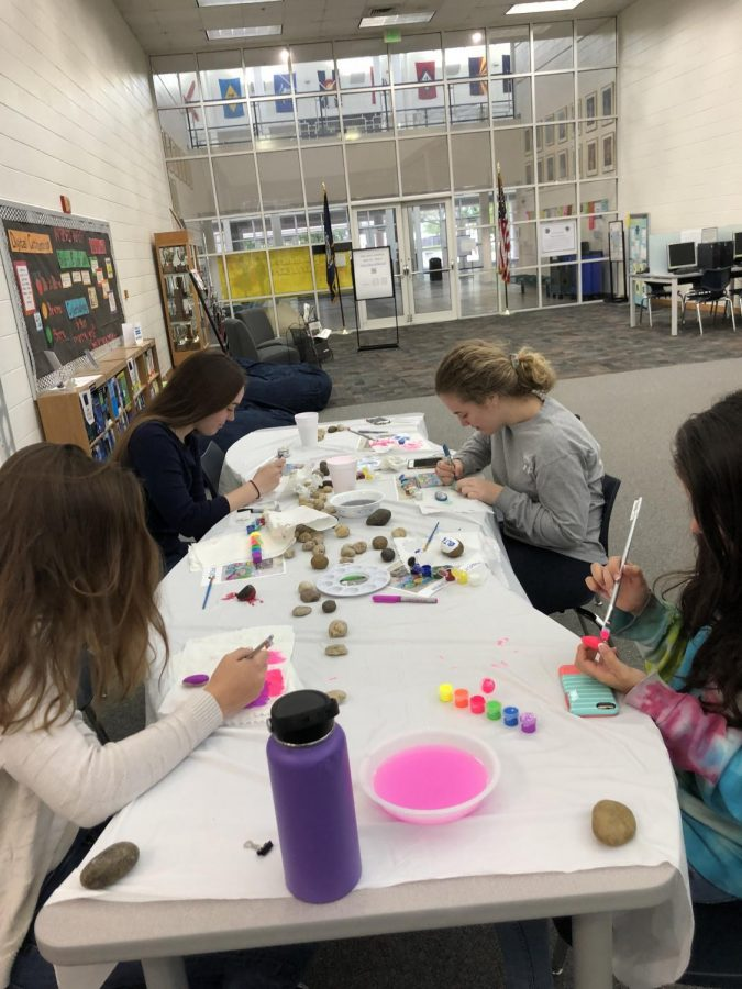 Sophomore+Analise+Gonzalez%2C+junior+Gwen+Carter%2C+junior+Kay+Brennan%2C+and+junior+Natalie+Pietrzak+paint+rocks+in+the+media+center+on+Tuesday%2C+April+24.%0A