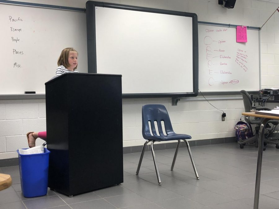 Abigail Boomer teaches 2B Virginia and US History class the OREO method.