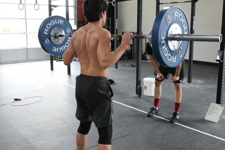 Junior%2C+Logan+Griffith%2C++easily+cleans+sets+of+135lb+for+his+workout+on+March+25+at+gym.