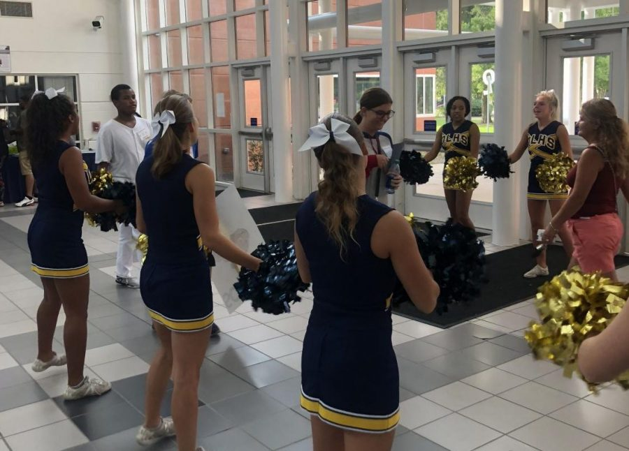 Cheerleaders+welcoming+new+students+with+excitement.