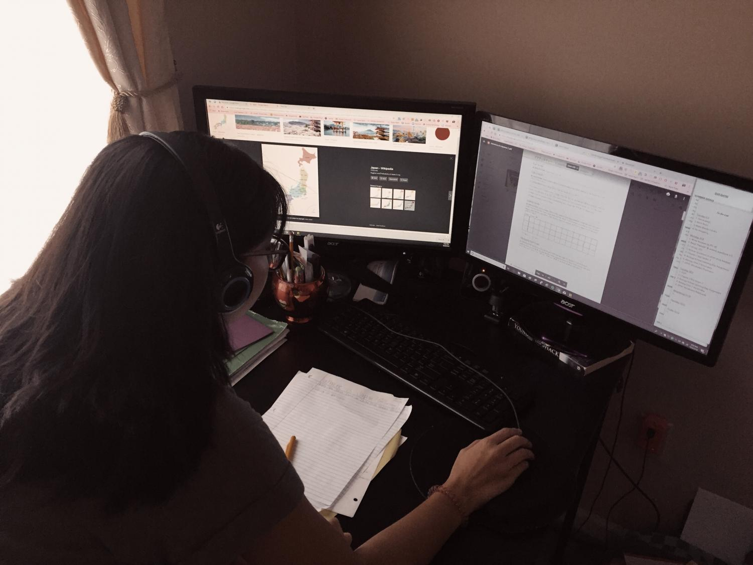 Freshman Jaelynn Holloway completes her Virtual Learning assignment for her Japanese class.