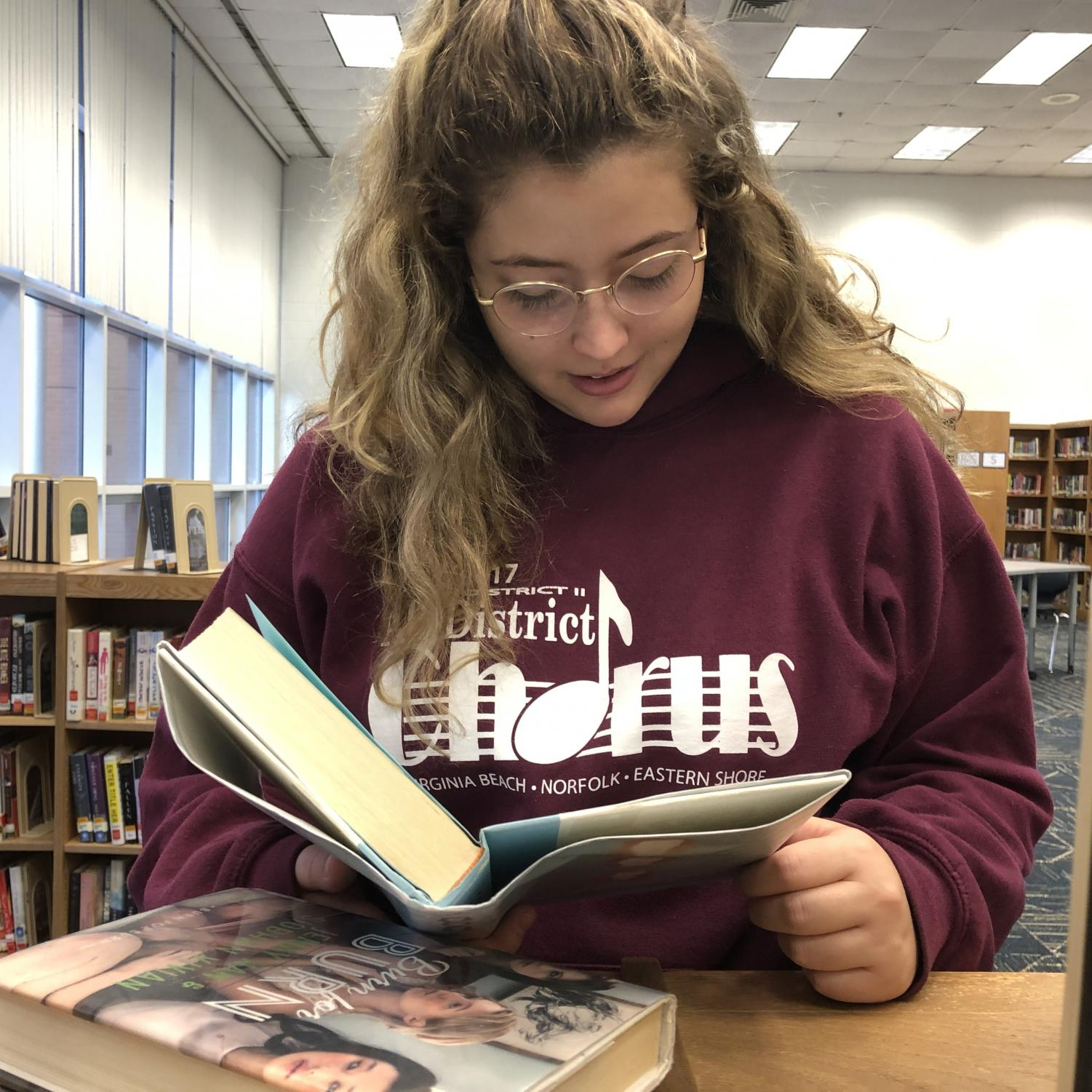 Junior Emma Gorman reads in the library on Nov. 21 during 1B.