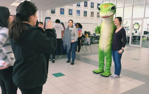 Students geek out over Geico gecko