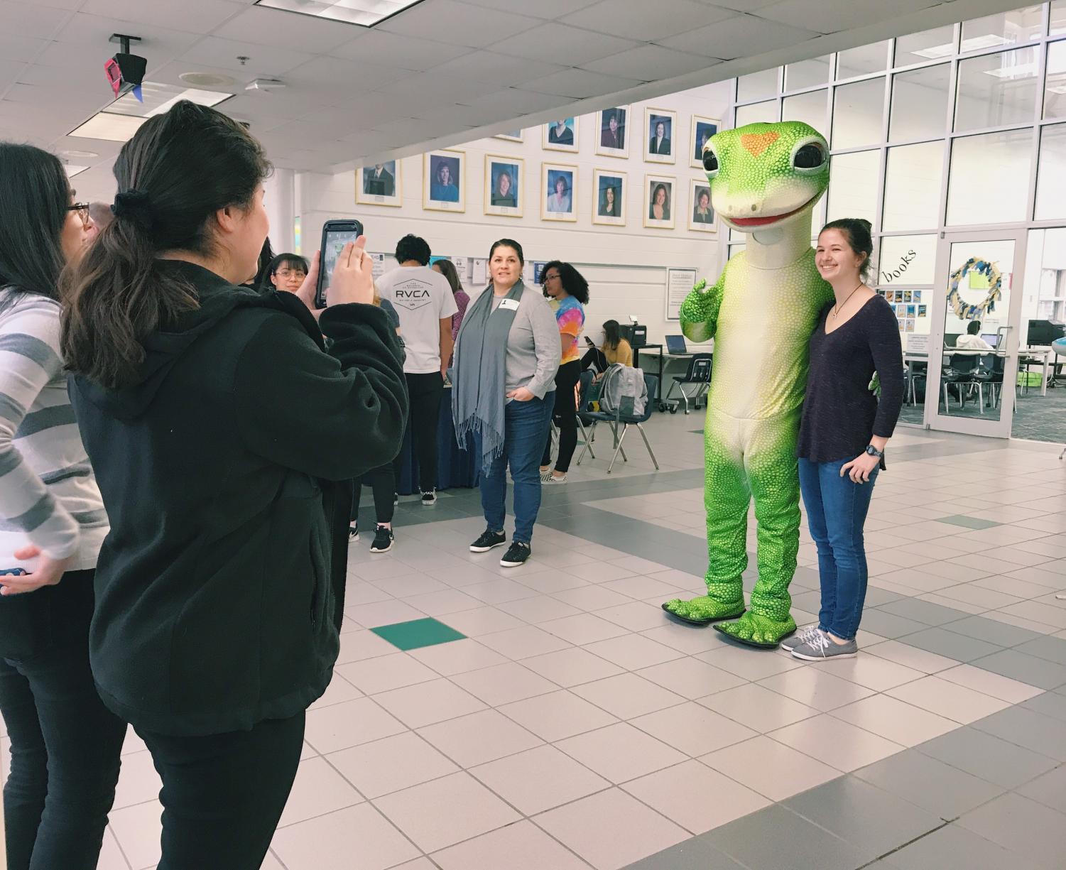 Junior Liza Young poses for a photo with the Geico Gecko outside of the library on Wednesday, Jan. 9.