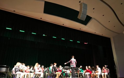 Band spreads holiday cheer with concert