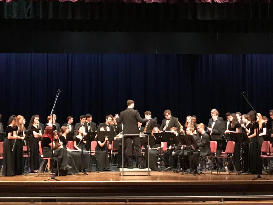 Ocean+Lakes%27+Wind+Symphony+performs+at+Tallwood+High+School+on+March+9.+