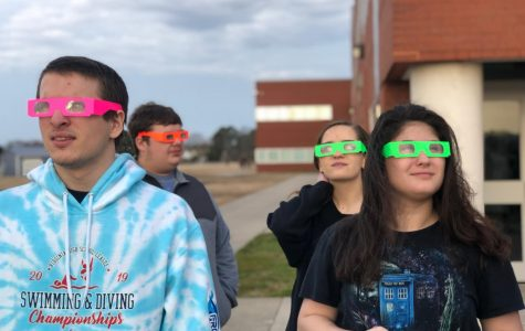 Astronomy class walkabout introduces visible light spectrum