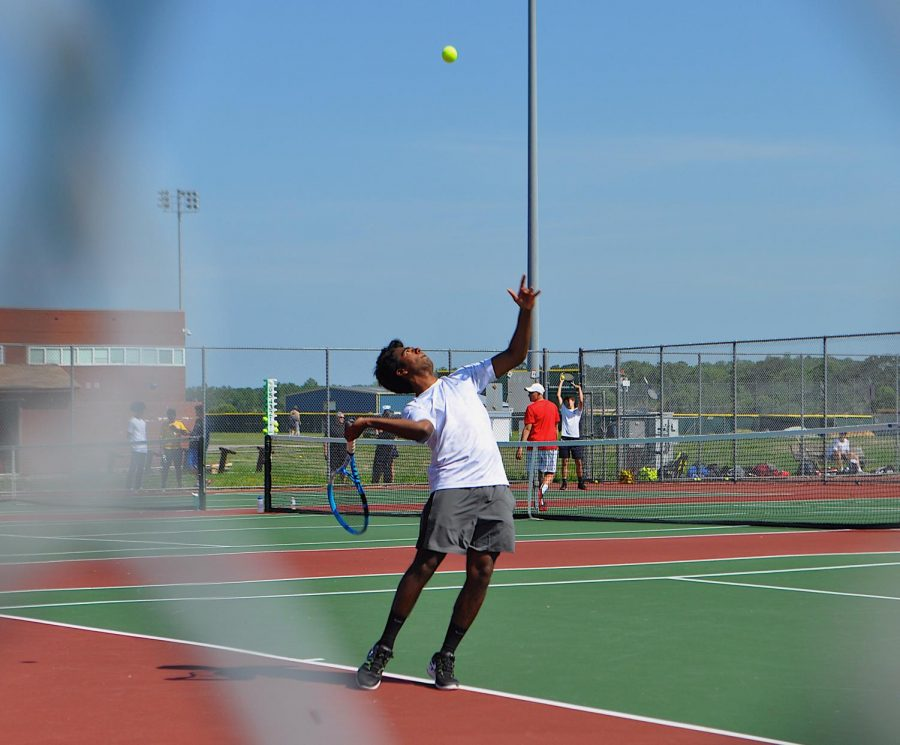 Junior+Anand+Kolli+serves+in+pod+game+against+Bayside+High+School.+Photo+by+Katie+Kerrigan%0A