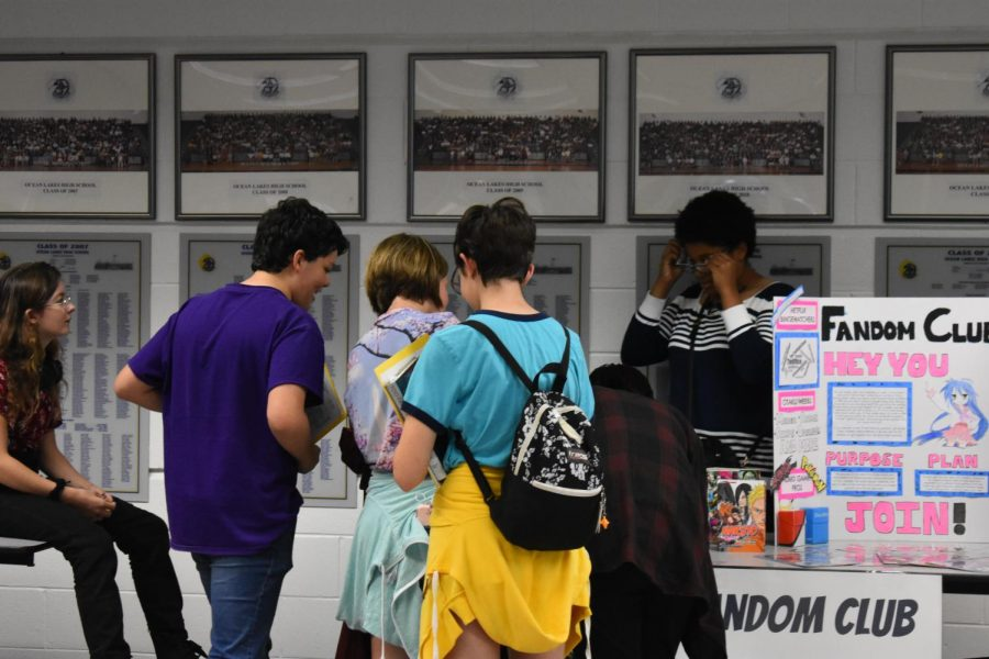 Fandom Club gains attention by presenting a booth for incoming freshmen in front foyer.