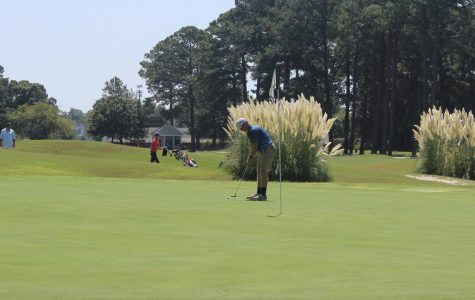 Golf team wins opening tournament