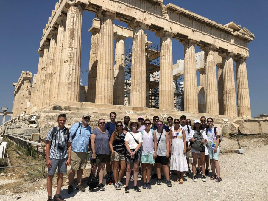 Students+and+teachers+stand+in+front+of+the+Parthenon+in+Athens%2C+Greece.
