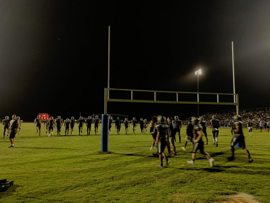 Dolphins+run+back+onto+the+field+following+halftime+on+Fri.%2C+Sept.+13%2C+at+home+against+Landstown.