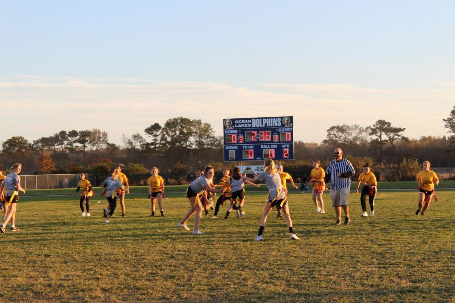 Juniors (yellow) play the freshmen (grey) in the first quarter of the Powderpuff football game on Oct. 23.