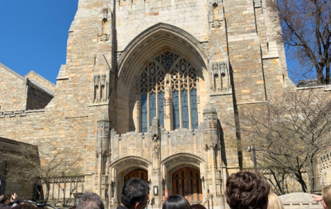 Students and their families tour the Ivy League University Yale.