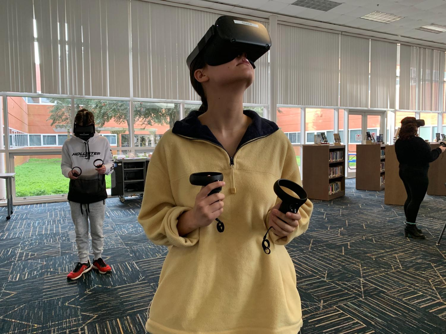 Senior Nascia Phillips explores the augmented reality app in the library on Jan. 23.