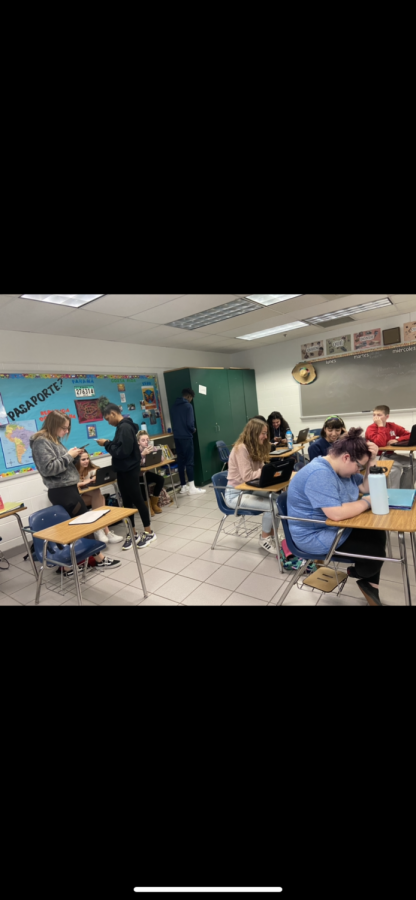 Students in Sra. Moore Spanish 3 class use their cell phones and Chromebooks to complete an assignment in class. Left to right: Madison Saurers, Abigail Feracci, Da'naja Clark, Morgan Bunting, Jordan Hall, Sequoia Wilcox, Kylee MClaughlin, Izybell Nicole, Grace Hernandez, and Thomas Marchesi