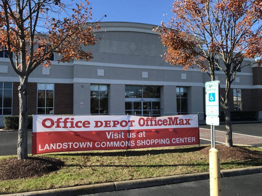 Photo of a closed Office Depot in Redmill Commons shopping area due to COVID.